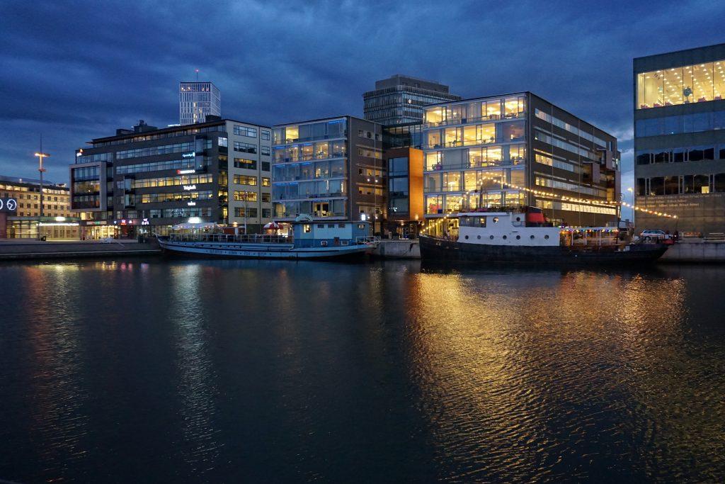 Minikreuzfahrt nach Malmö ab 199,99€ pro Person Die Minikreuzfahrt der TT-Line von Travemünde nach Malmö mit einer Tagesüberfahrt nach Tellborg. In Malmö schlaft ihr dann im stilvollen 4 Sterne Hotel Scandic St Jörgen. Das Hotel liegt am Gustav-Adolf-Platz zu Fuß sind fast alle SehenswürdMinikreuzfahrt nach Malmö