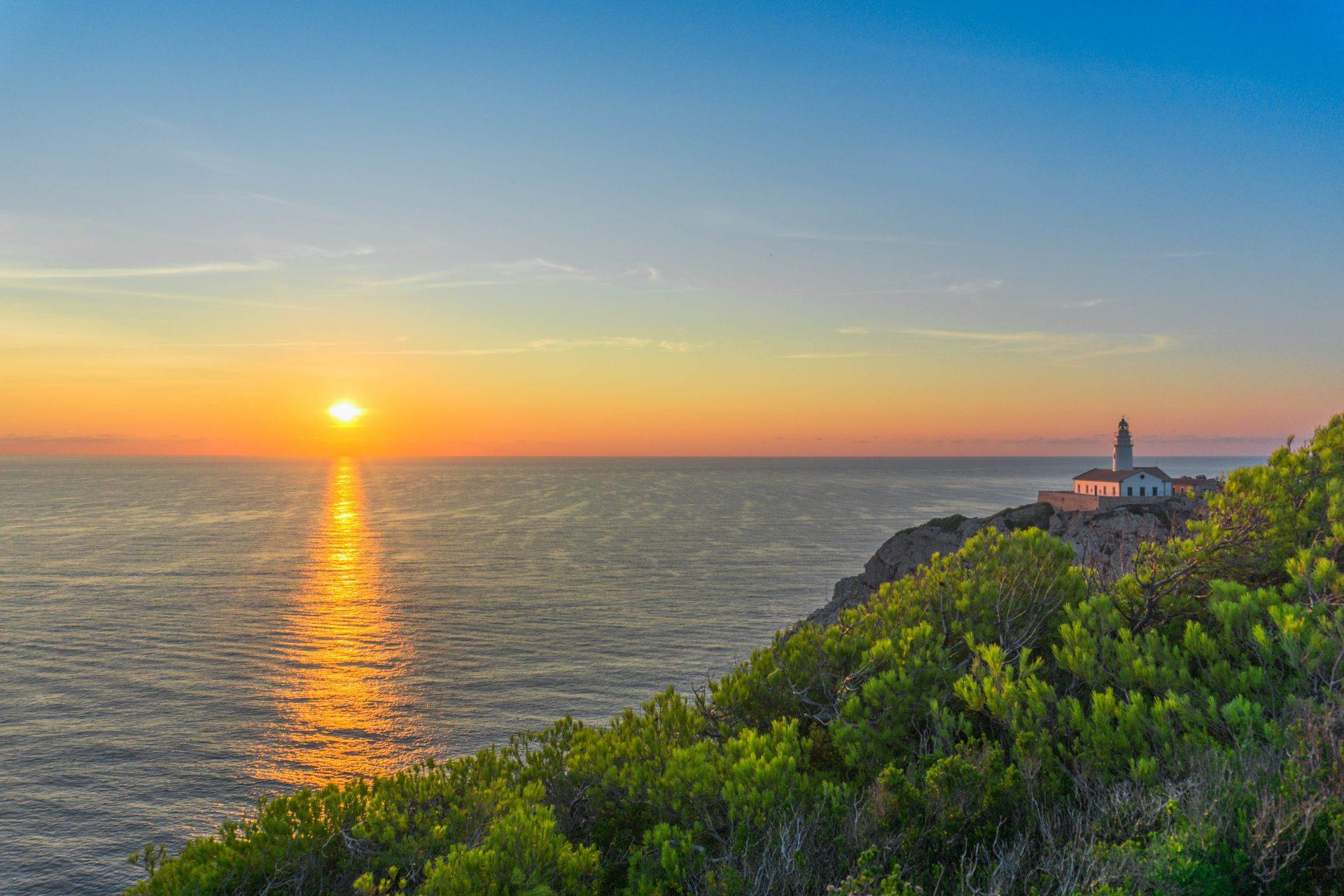 Auch wöhrend der Saison können sie hier noch zum günstigsten Tarif auf die gelobte Insel Mallorca fahren. Mallorca sollte schon zu einem unserer Bundesländer gekröhnt werden. Auf keiner Insel trifft man so oft auf bekanntschaften wie auf Mallorca.