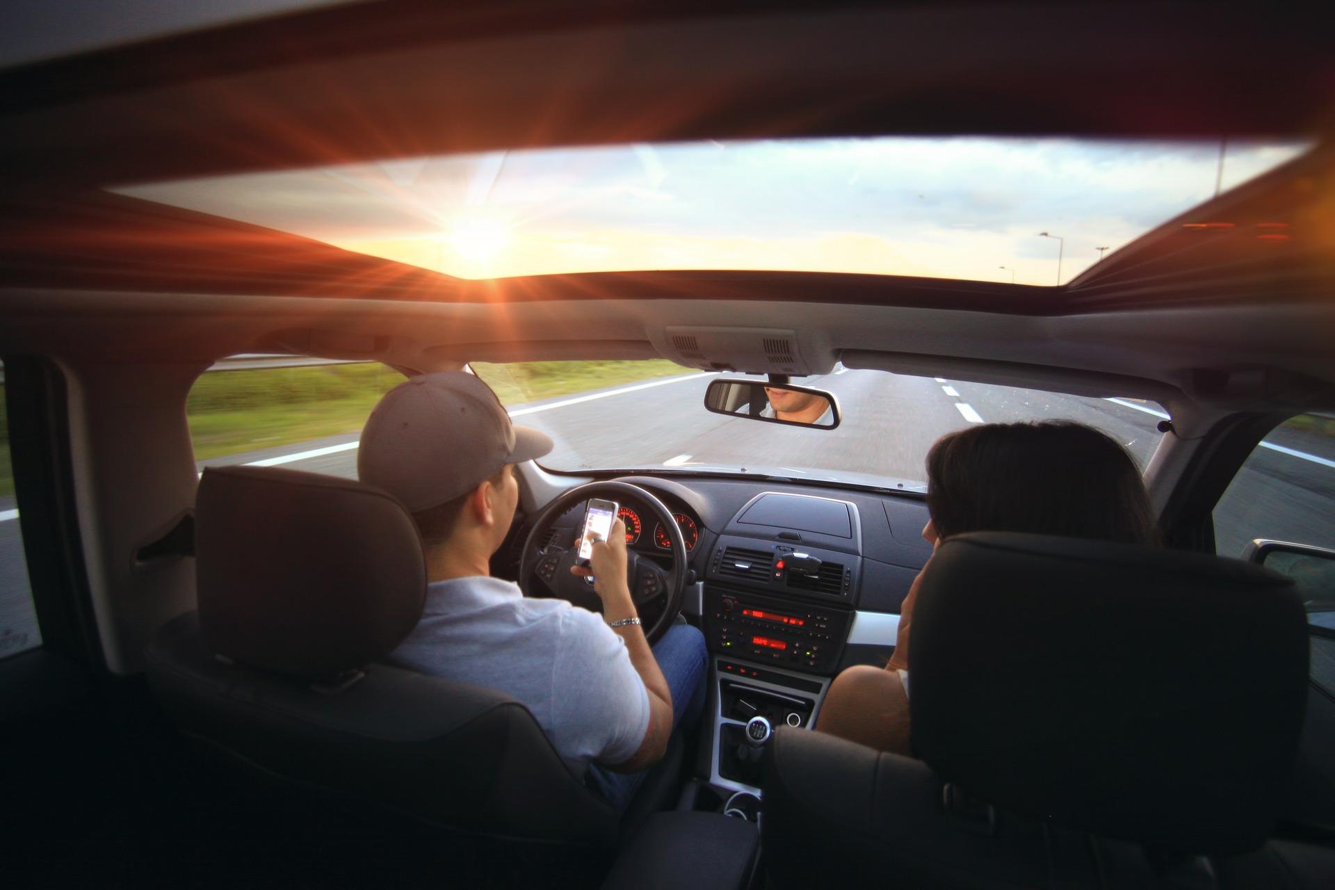KFZ Versicherung wechseln und gemeinsam Bares sparen - bis zu 850,00€ für den Urlaub
