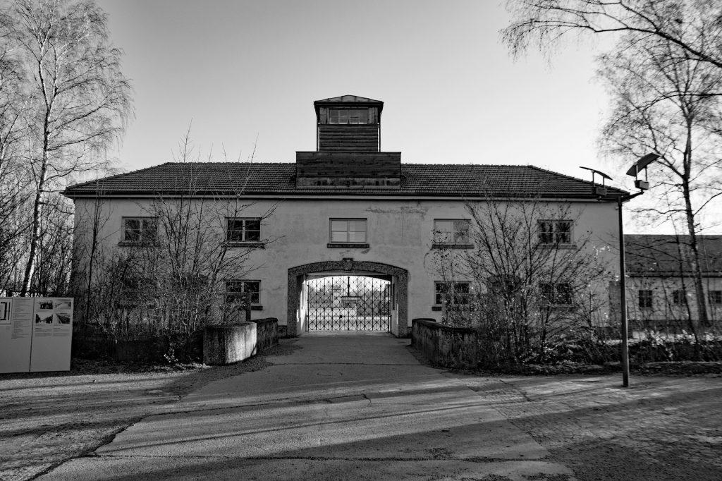 Tagestour ins KZ Dachau ab München für 25,00€ mit Reiseführer
