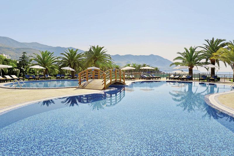 Iberostar Budva 4 Hotelpools während des Montrenegro Travel am Becici Beach