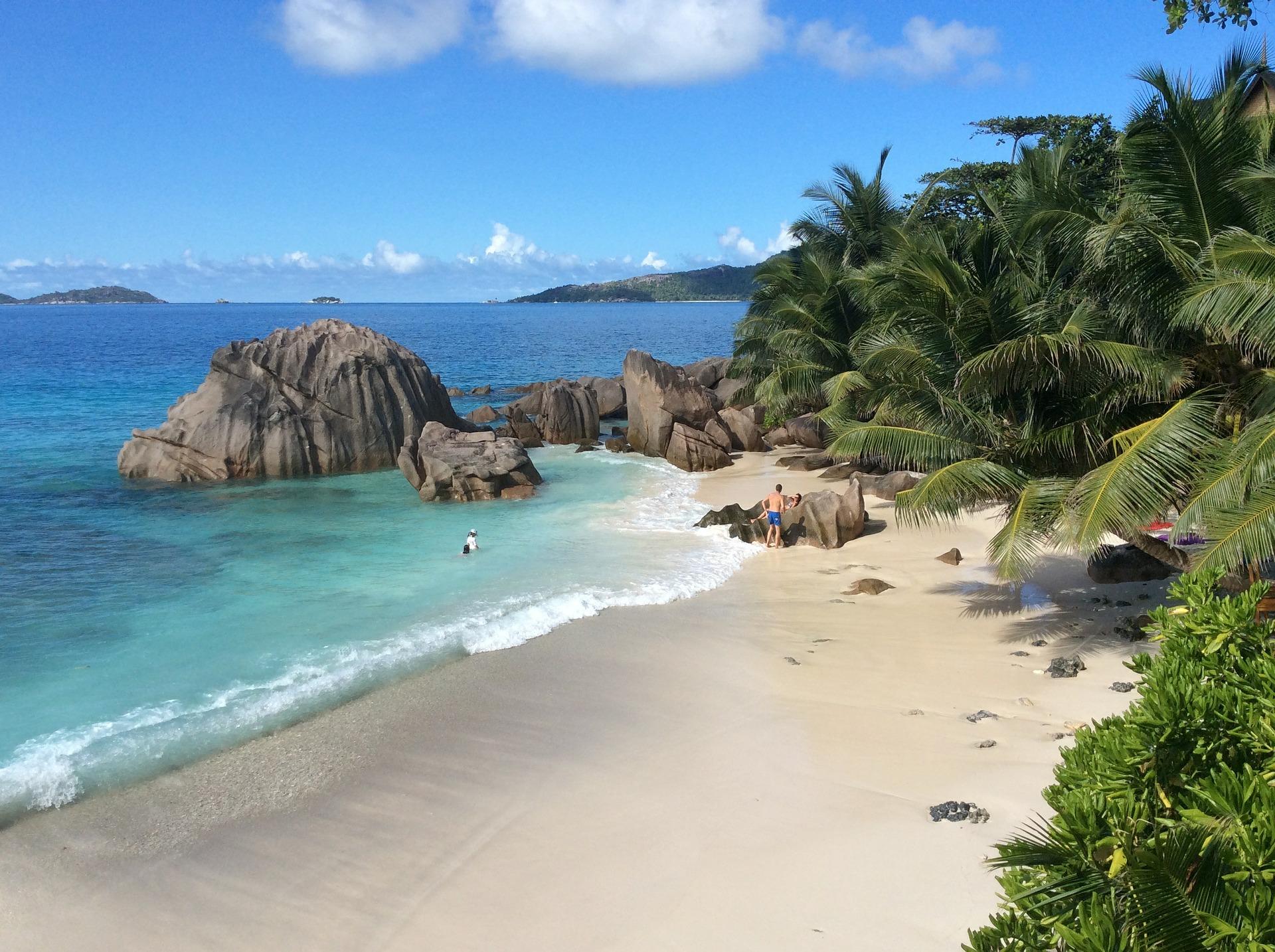 Abgelegene Lagune auf den Seychellen