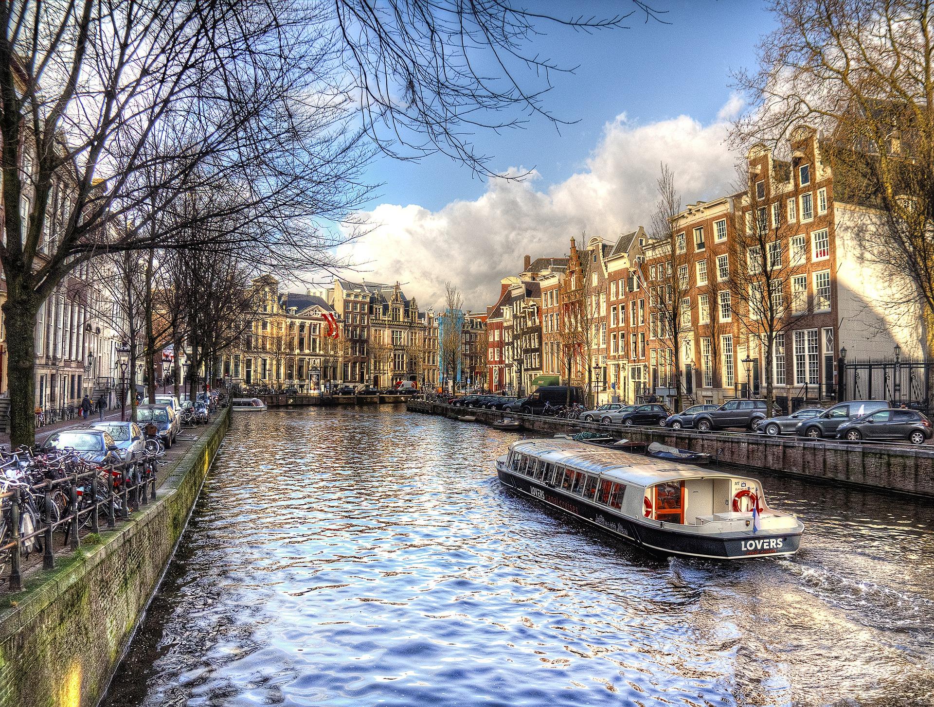 Bootstourin Amsterdam eine Nacht im Bootshotel ab 22,50€
