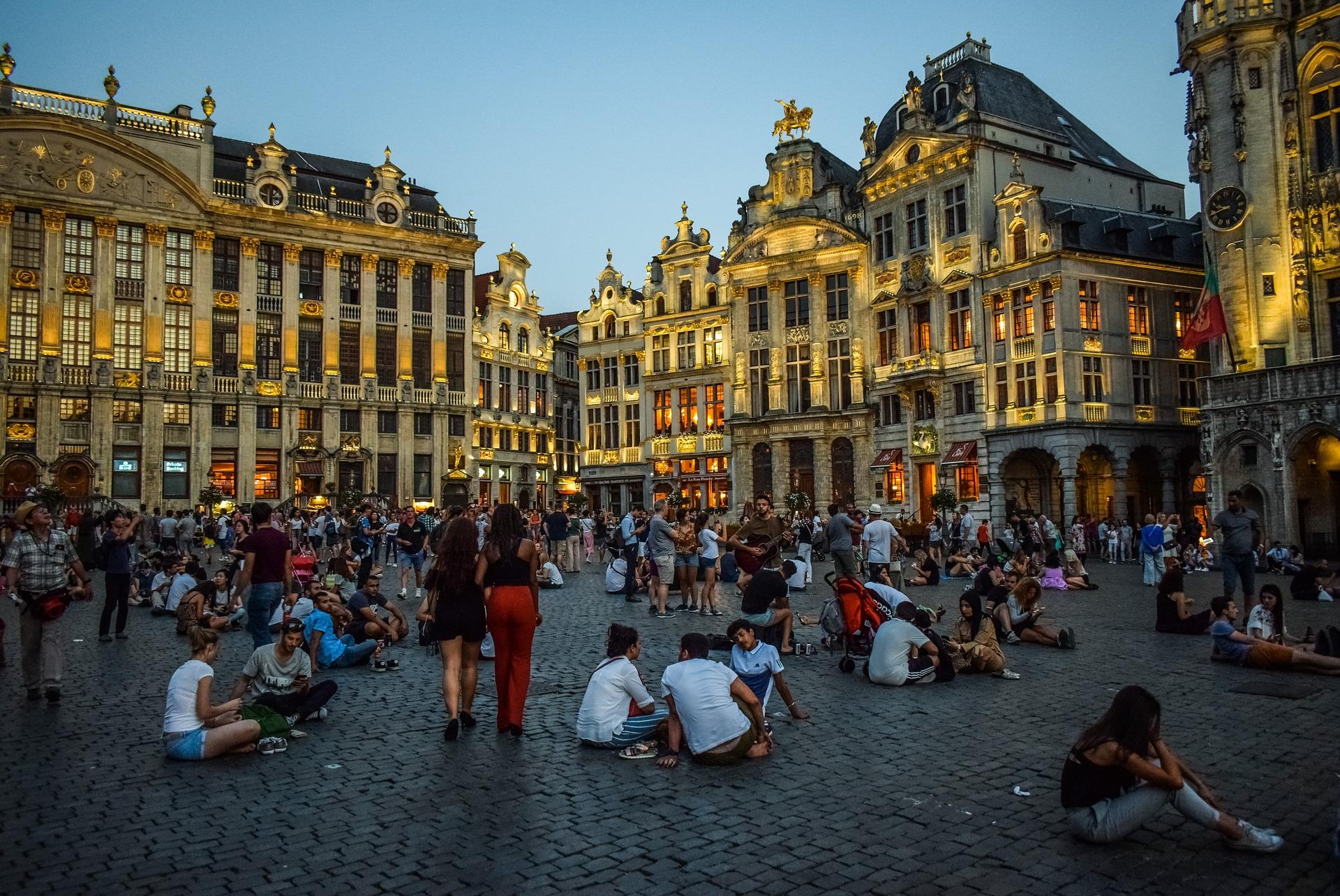 Brüssel wenn es Abends wird ein Mekka für die Jugend