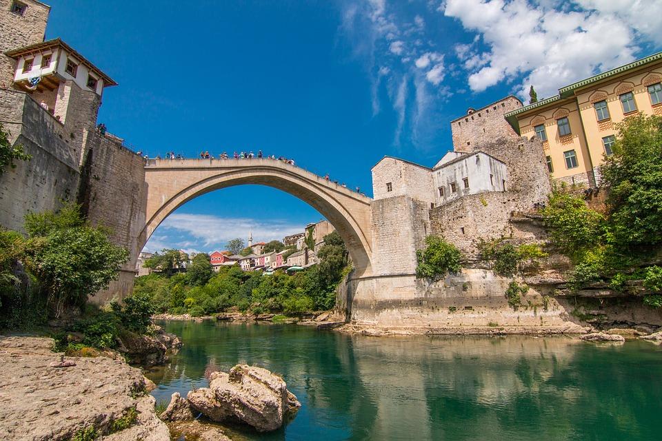 Circa eine Stunde Fahrt von Ihrem Urlaubs Ort die beliebte Insel Mostar