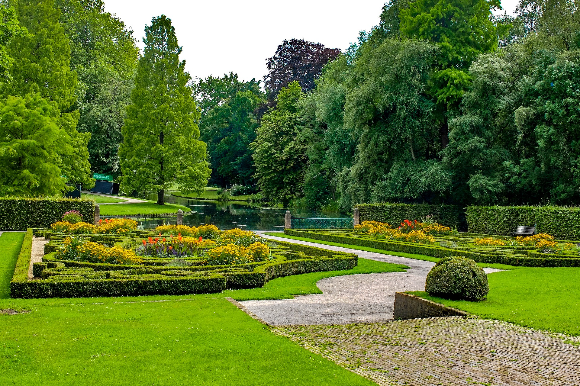 Der Stadtpark der Hafenstadt in Holland