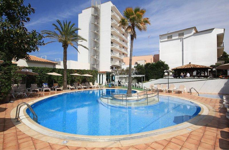 Einer von vielen Pools vom Hotel am Playa del Muro