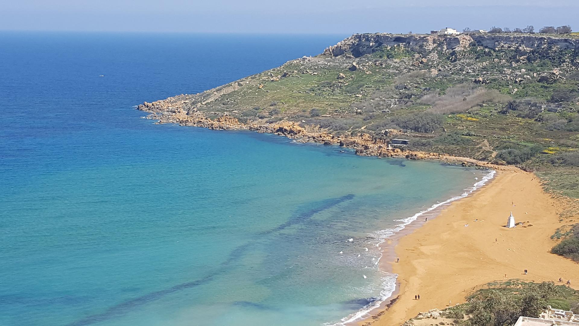 Flach abfallende Strände auf Malta- günstiger Badeurlaub
