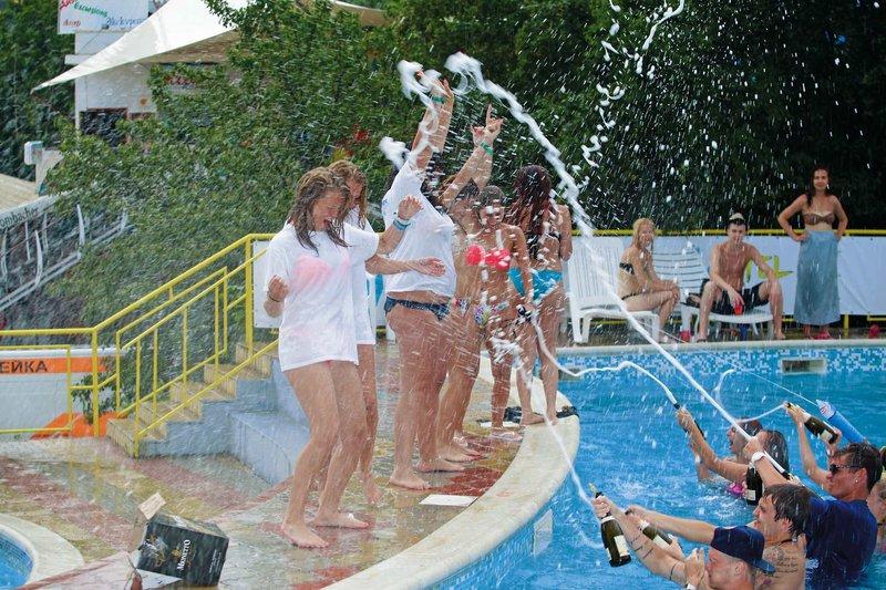 Hangover im Party Hotel Golden Sands- Partyurlaub