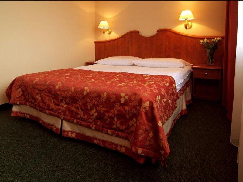 Hotelzimmer Beispiel Städtereise Warschau günstigen Flug + Hotel ab 59,98€ 2 Nächte