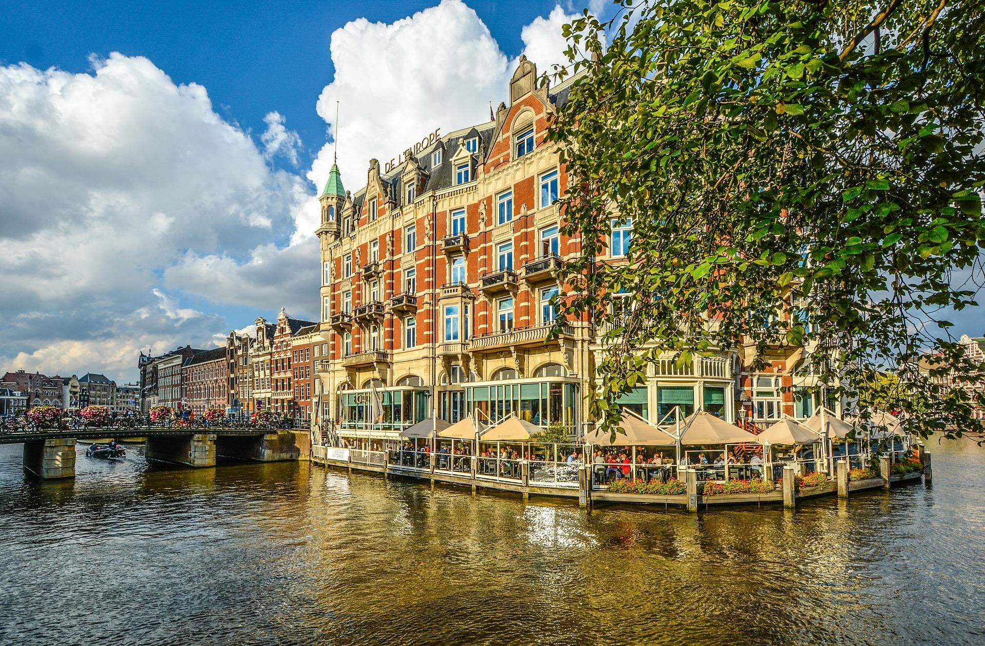 Kanal in Dami Chillen in Amsterdam eine Nacht im Bootshotel ab 22,50€