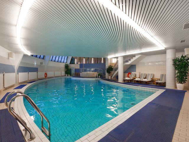 Pool im Hotel während der Reise nach Moskau ab Februar