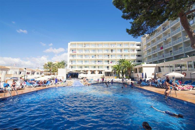 Pool vom Hotel Kurzurlaub auf Ibiza All Inclusive - günstig Urlaub buchen über WoW ab 295,60€