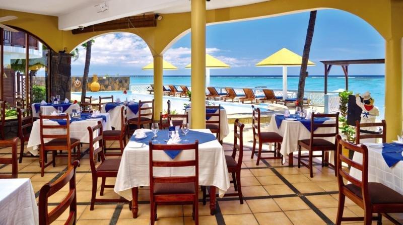 Restaurant im gold Beach am Strandabschnitt Flic en Flac