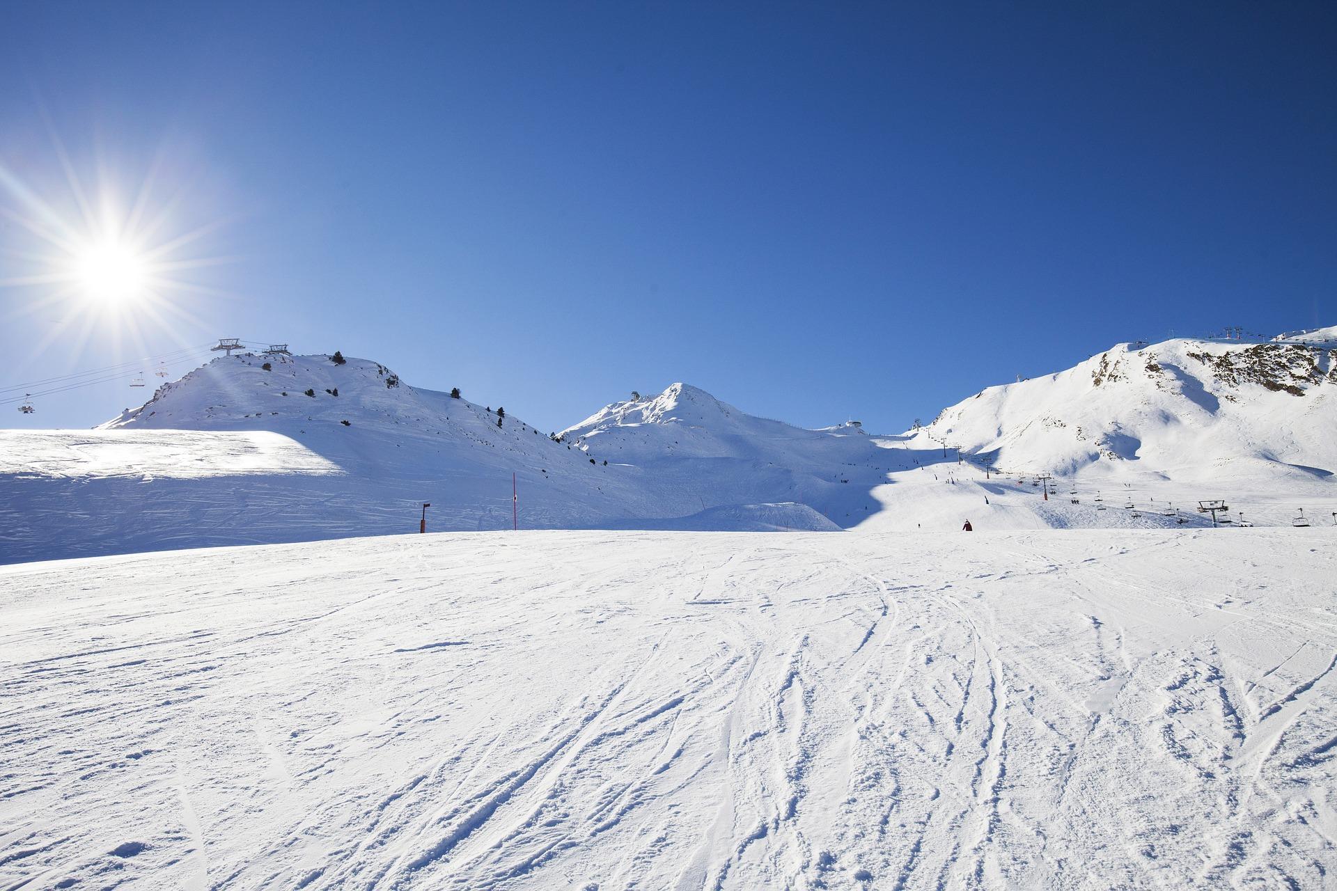 Schneemobil Fahren im Urlaub Winter