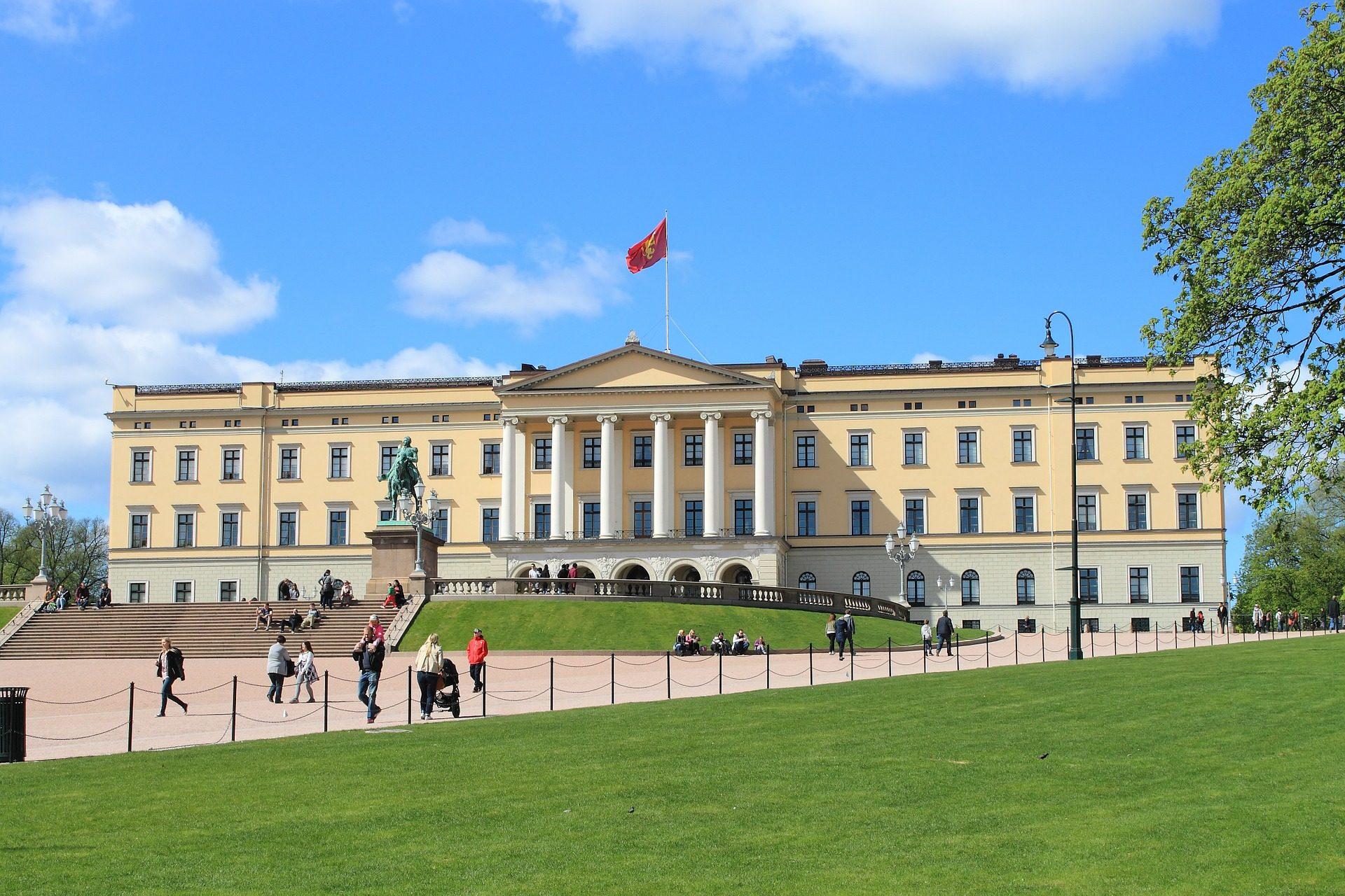 Während des Städte Trips nach Oslo sollten Sie das Königshaus aufjedenfall Besuchen .