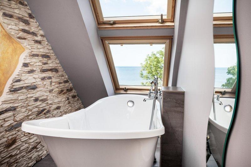 Badewanne mit Meerblick im Kurhaus Max 3 Sterne