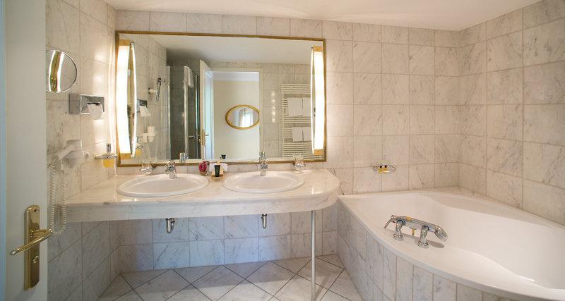 Badezimmer in der Victor´s Residenz