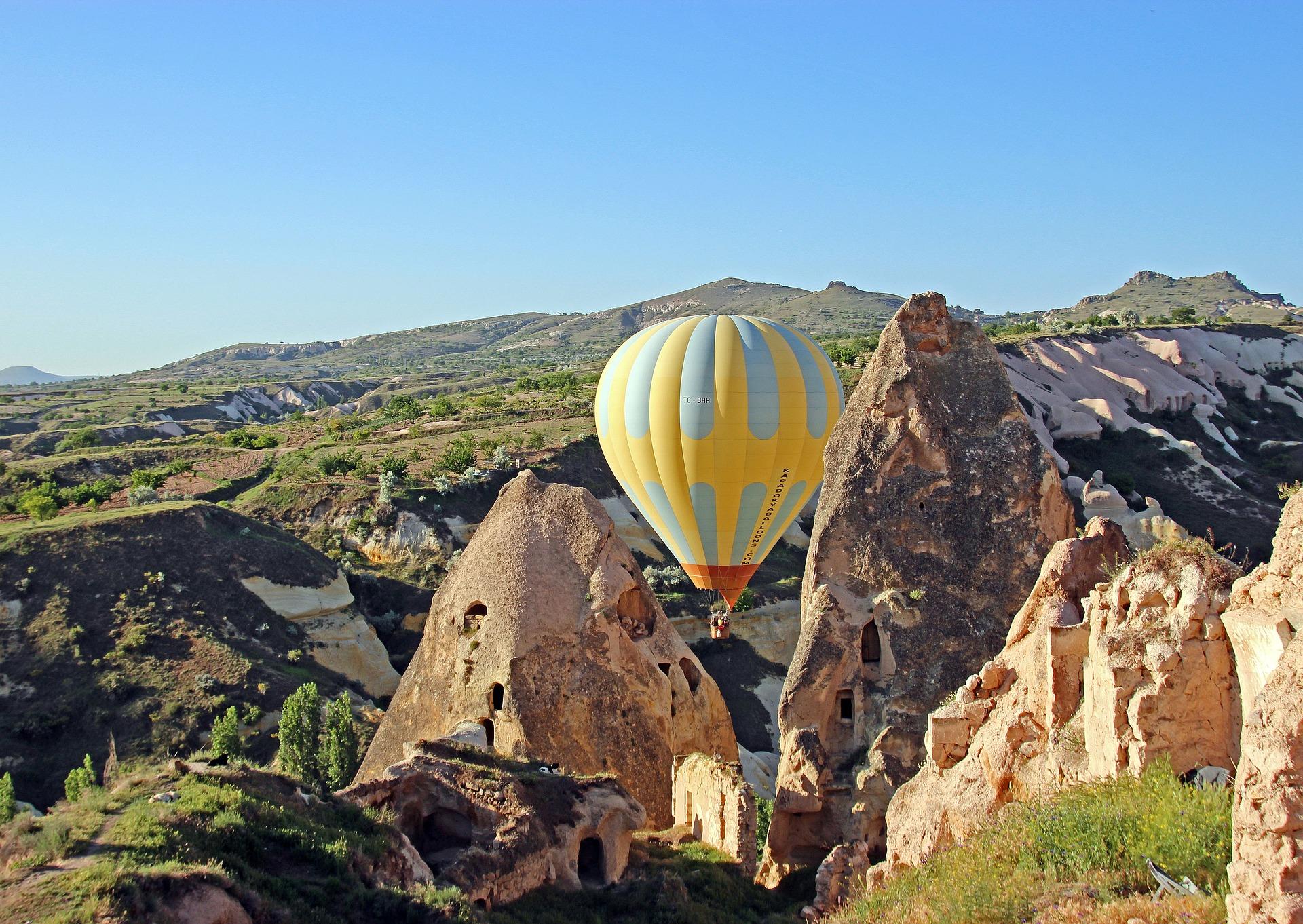 Ballonfahrten in Kappadokien sind sehr beliebt es wird Sie umhauen der Blick von oben