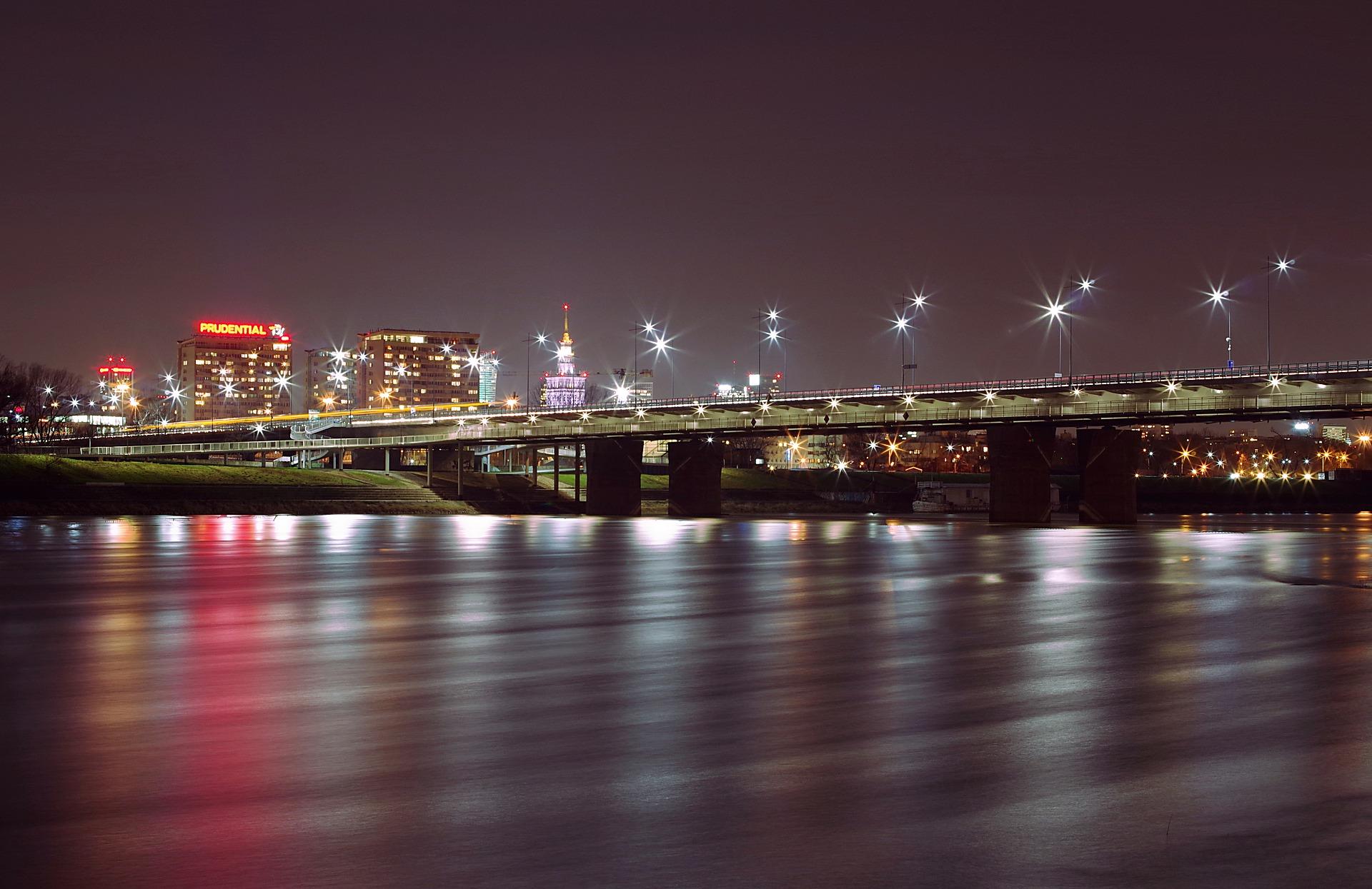 Bei Nacht wird die Stadt noch schöner, Silvester in Warschau feiern und sich selber überzeugen