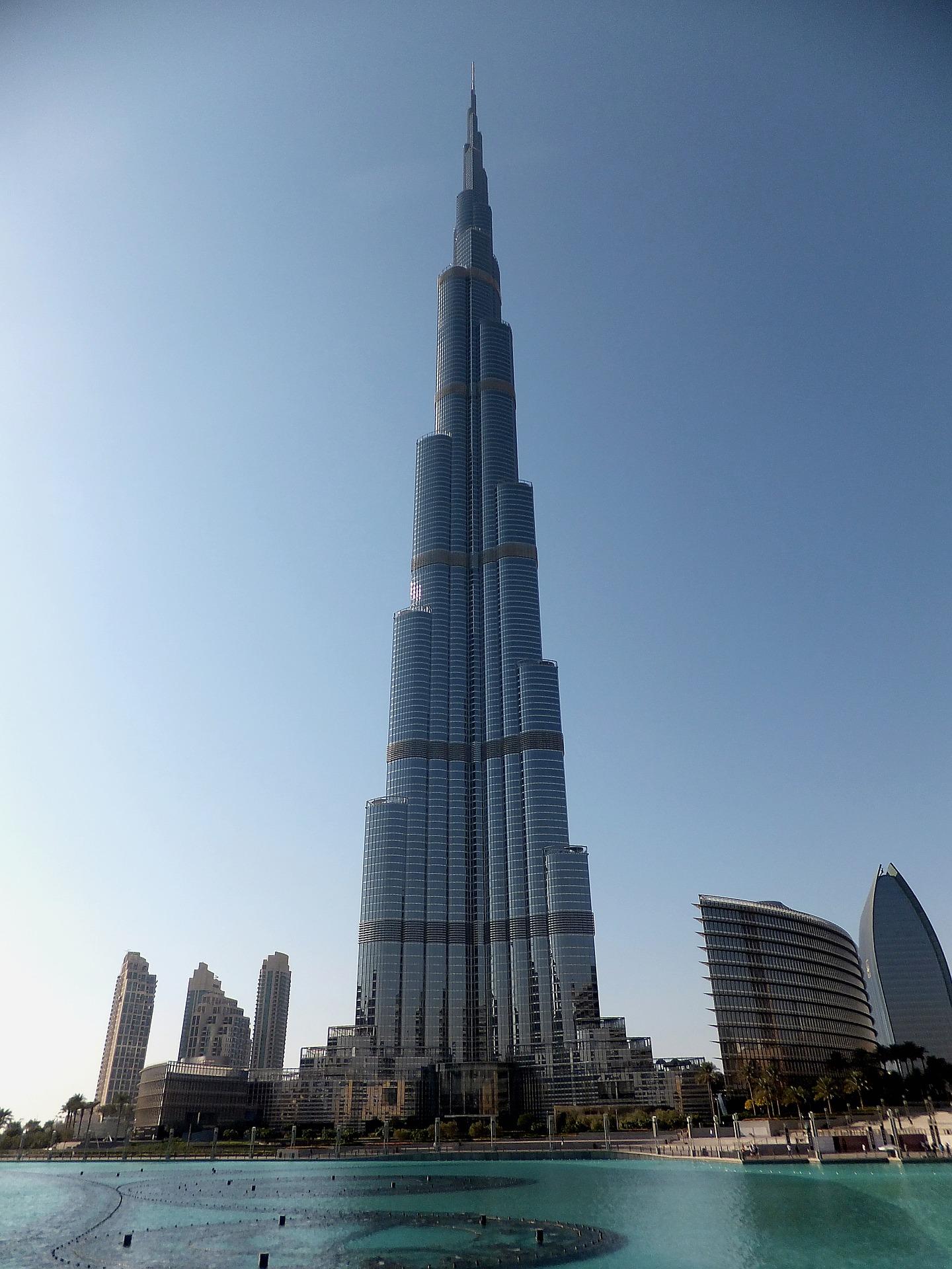Burj Khalifa das höchste Gebäude der Welt , entscheiden Sie selber ob es bis in den 124 oder 148 Stock geht