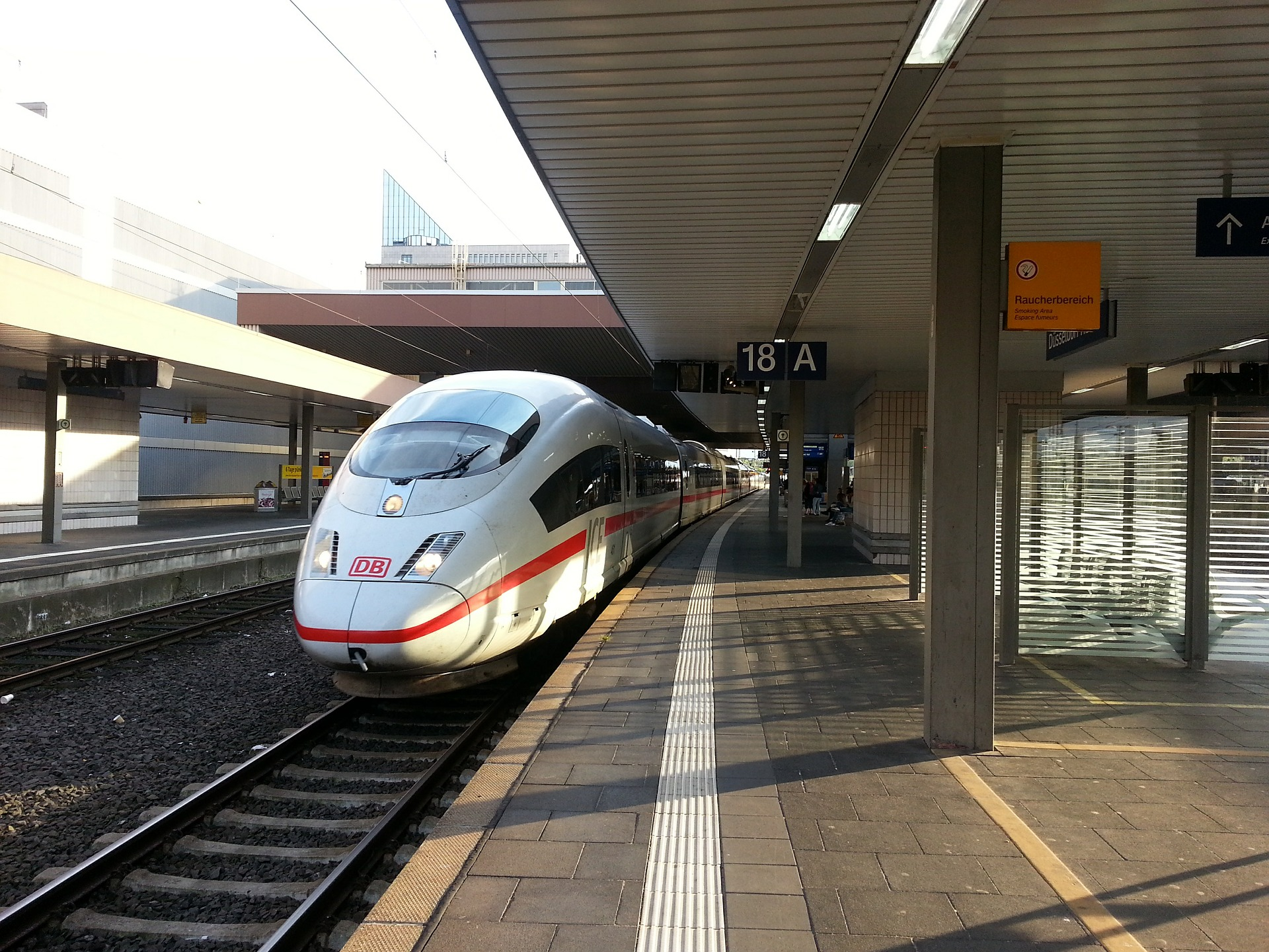 Düsseldorf Hauptbahnhof ICE Streckennetz- Amsterdam , Hamburg , Frankfurt, Stuttgart usw..