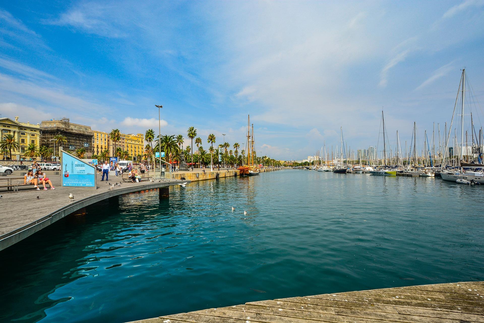 Das beliebteste Viertel in Barcelona ist am Hafen- hier ist zur jeder Uhrzeit was los hinter dem Hafen findet Ihr das Nachtleben der Metropole