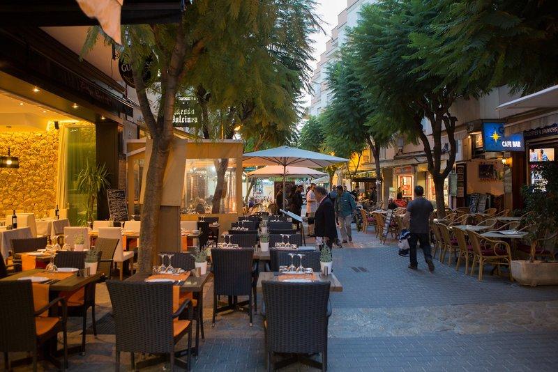Die Altstadt liegt direkt am Piscis by Blue Sea Erwachsenenhotel
