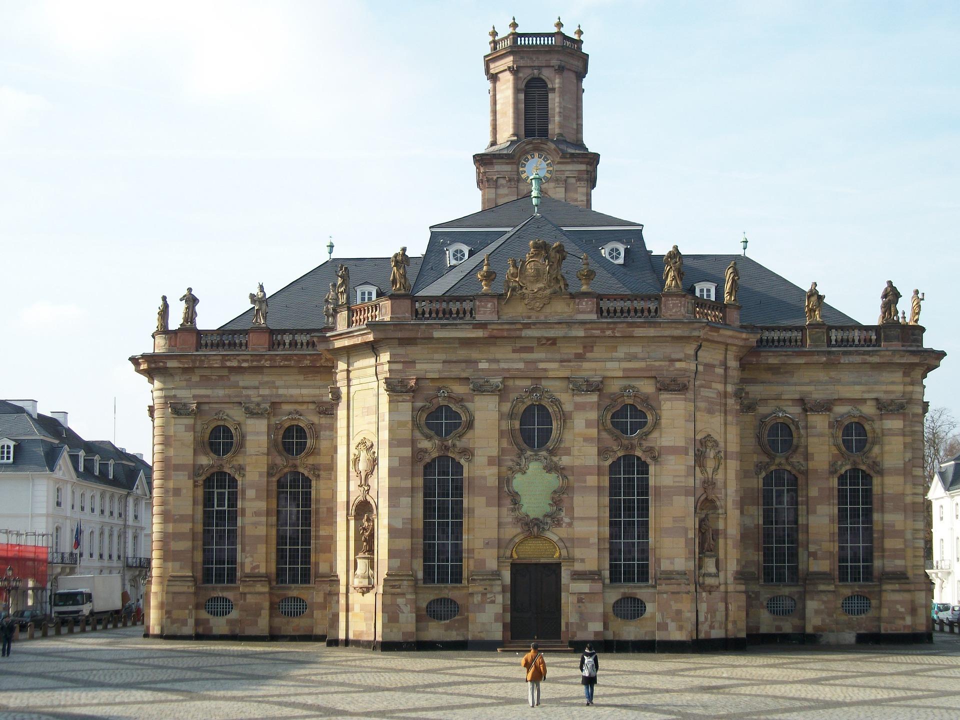Die brühmte Ludwigskirche in der Landeshauptsadt Saarbrücken