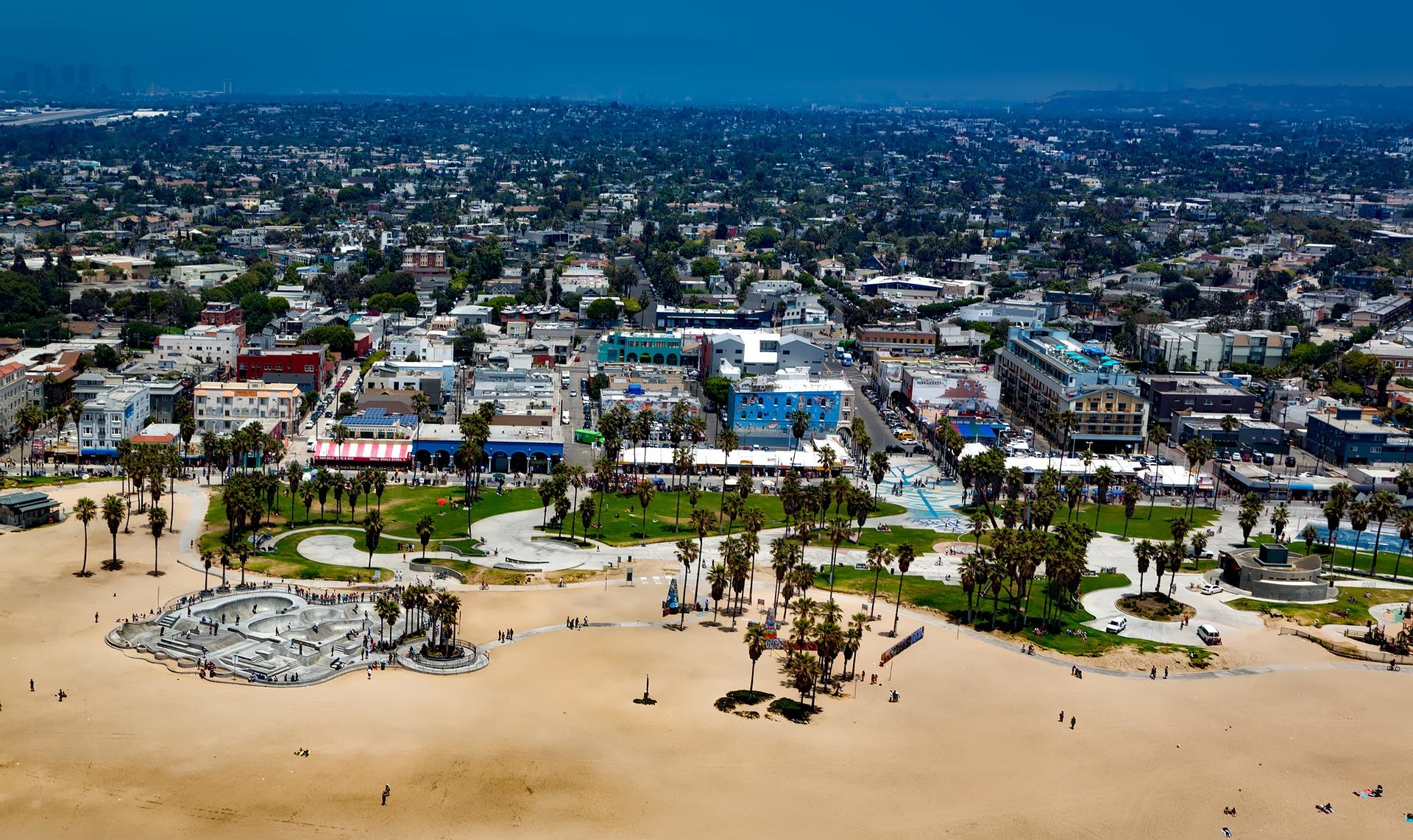 Flüge nach LAX auf zum Venice Beach einfach entspannen und die berühmte Strandpromenade für sich entdecken