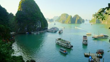 Halong bucht 166 Kilometer ist die bucht des indischen Meeres von der Hauptstadt Vietnams entfernt
