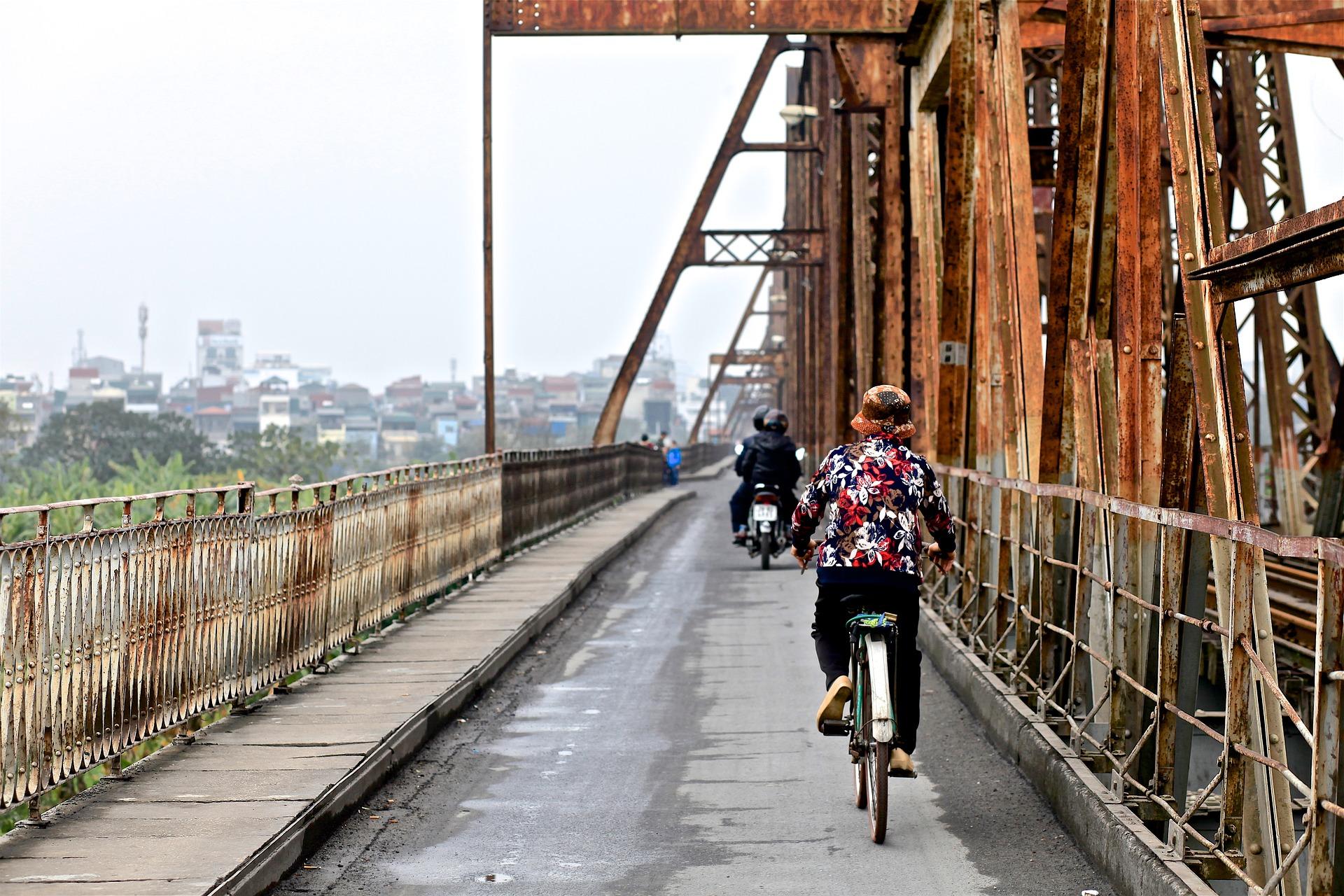 Historische Brücke Longbien in Vietnams Hauptstadt
