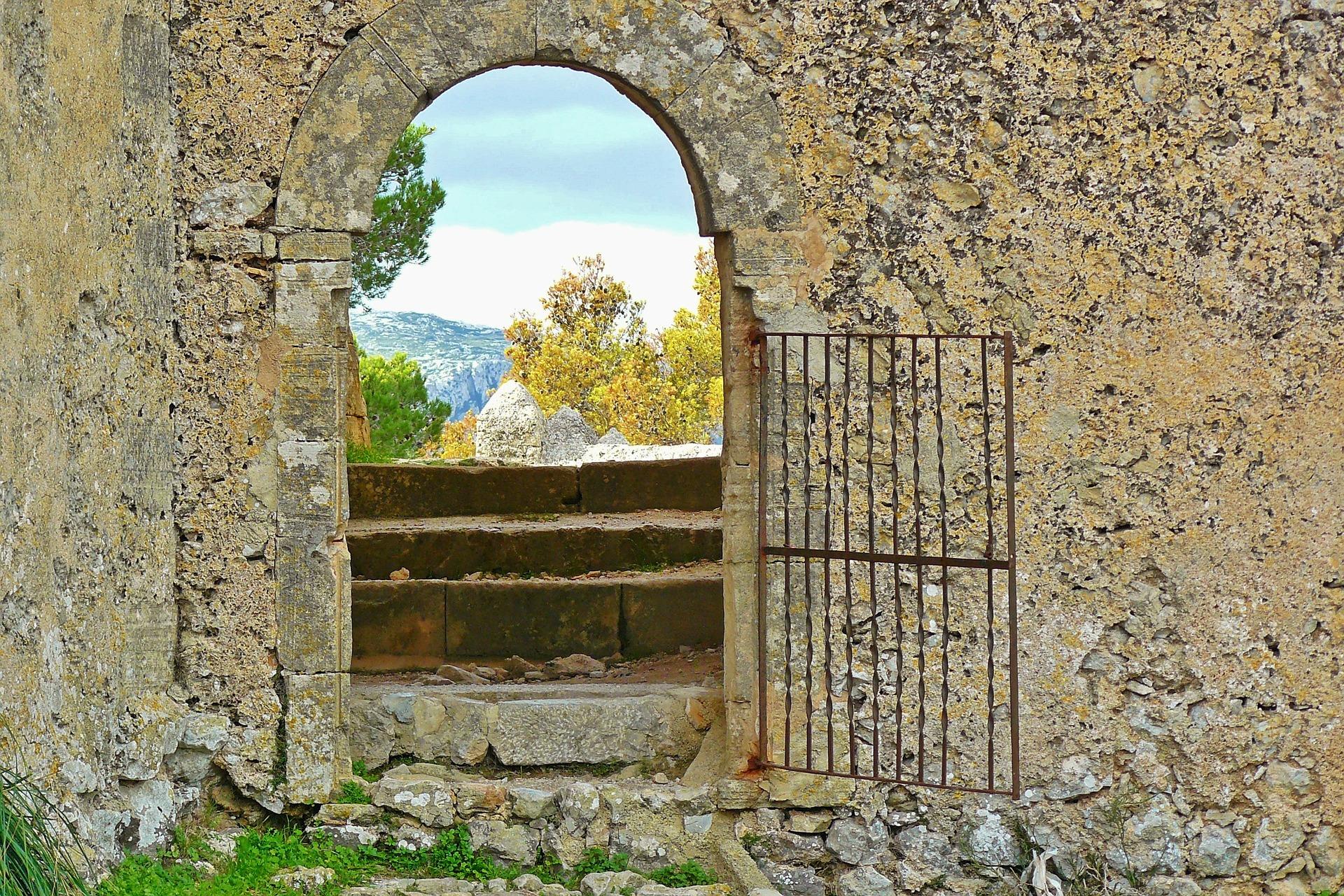 Historische Gebäude verleihen der Insel einen ganz besonderen Flair.