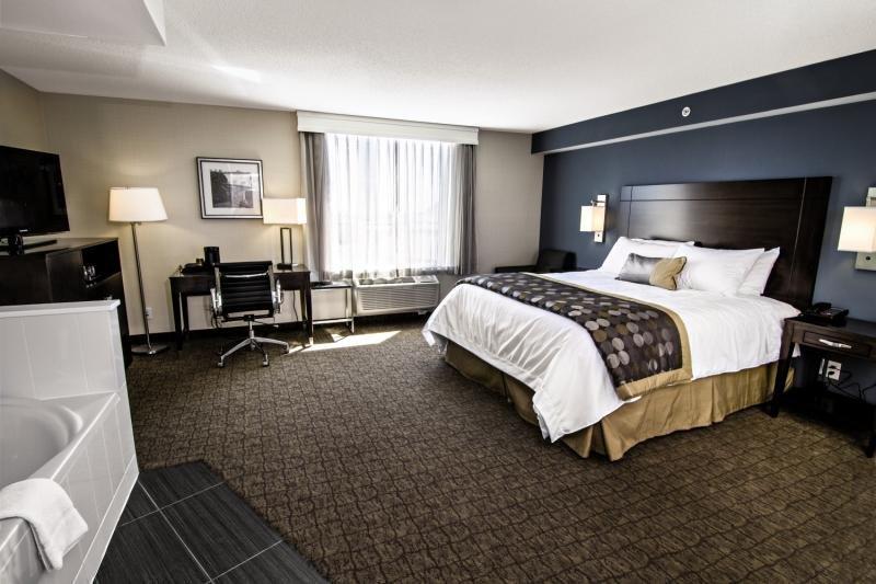Hotelzimmer an den Niagarafällen im Wyndham Garden Niagara Falls Fallsview