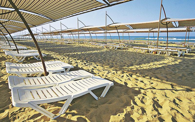 Kumköy All Inclusive Reise direkt am Strand mit tollen Schattenspender am Hoteleigenen Strandabschnitt