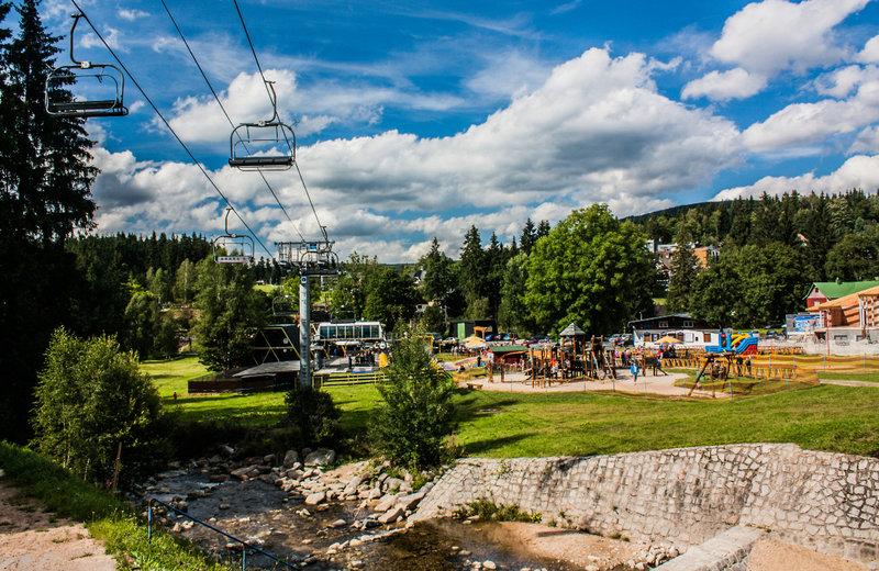 Lift von der Anlage direkt zur Piste Bild im Beispielbild Sommer Tschechien Skiurlaub günstig