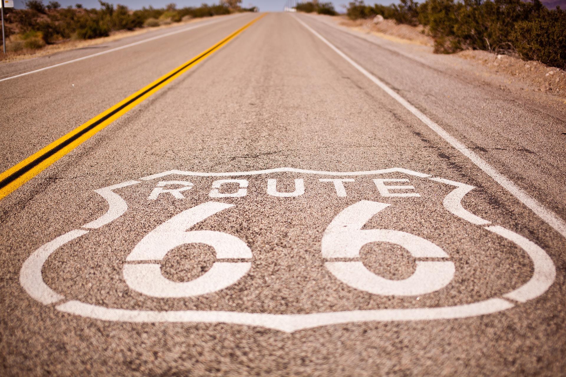 Mit dem Mietwagen die Route 66 durchfahren lassen Sie den Kindheitstraum war werden