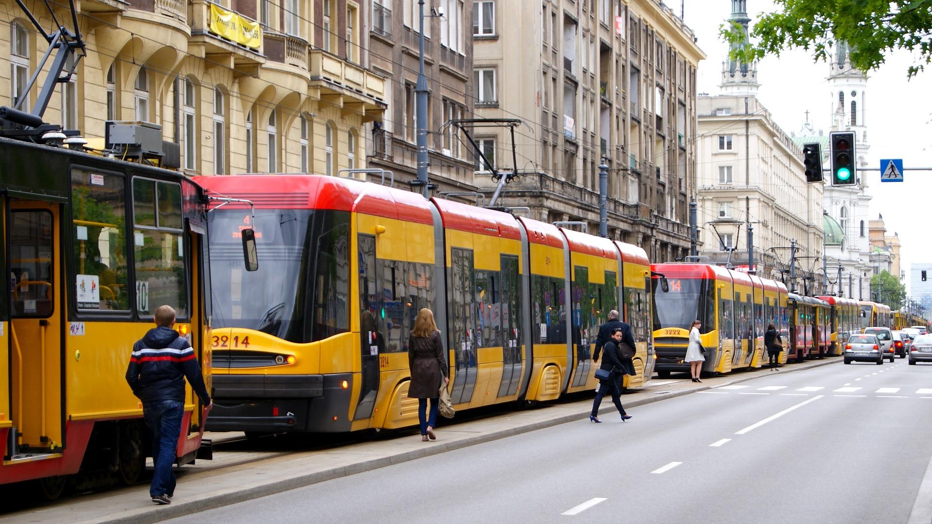 Mit der Tram kommt Ihr in Warschau günstig durch die City