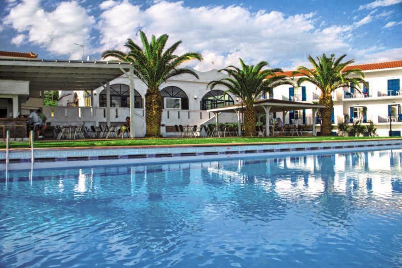 Pool vom Hotel All Inclusive Urlaub eine Woche günstig buchen auf den griechischen Inseln