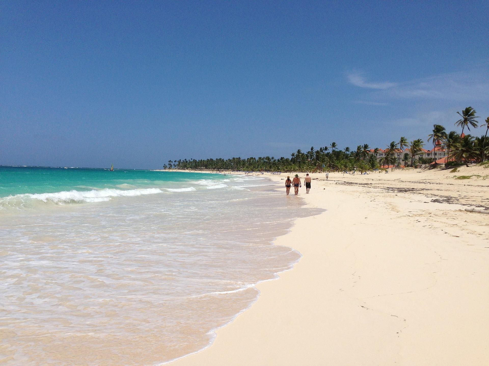 Punta Cana Beach der 30 Kilometer lange Sandstrand in der Dom Rep - günstiger Karibik Urlaub