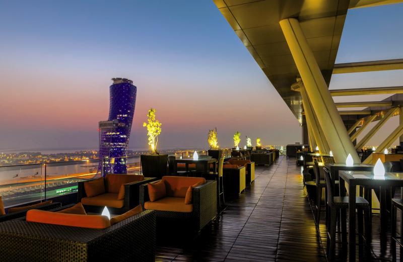 Rooftopbar im Aloft Hotel in den Emiraten