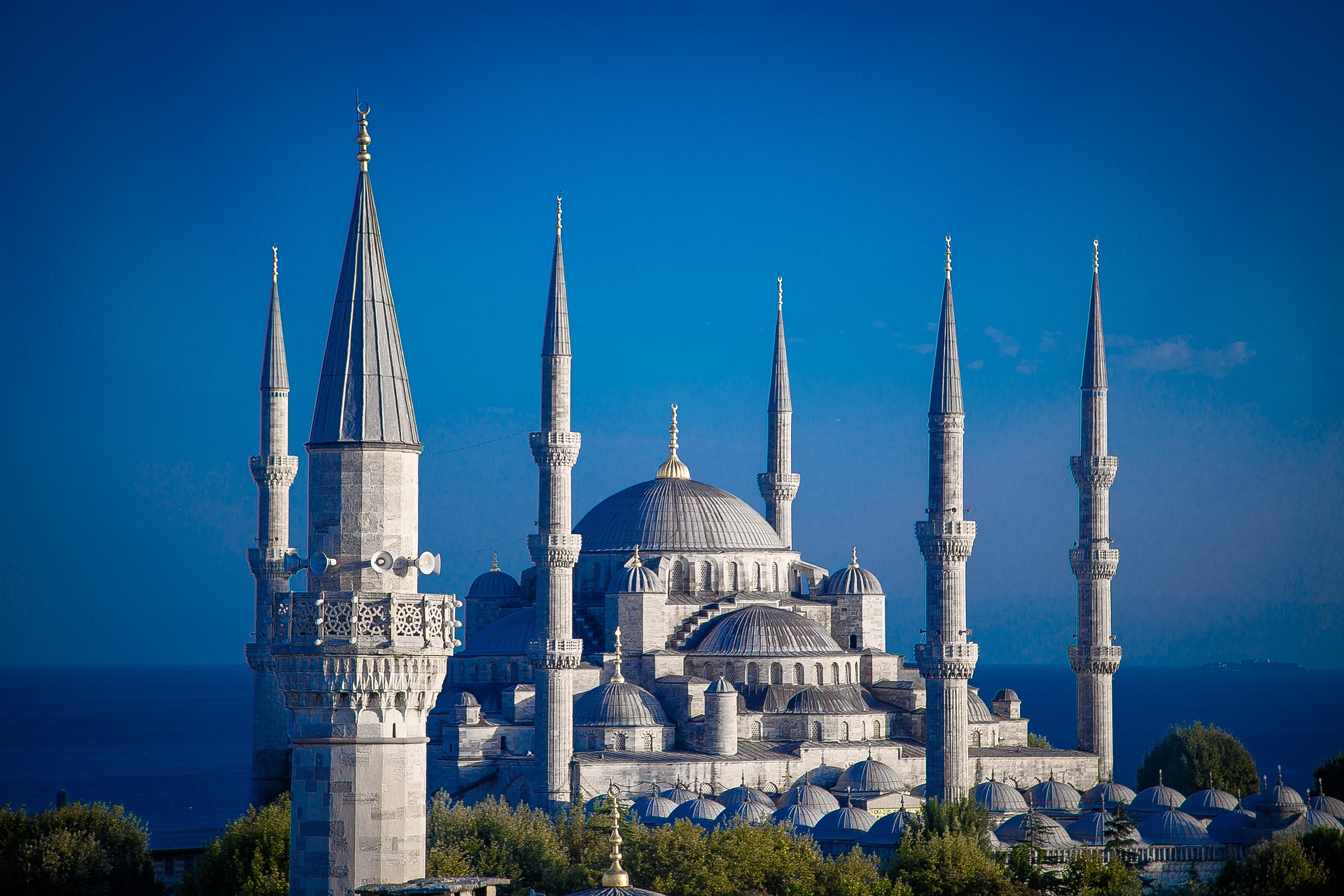Sehenswürdigkeiten in Istanbul gibt es reichlich alleine die Stadt ist auf 2 Kontinenten verteilt