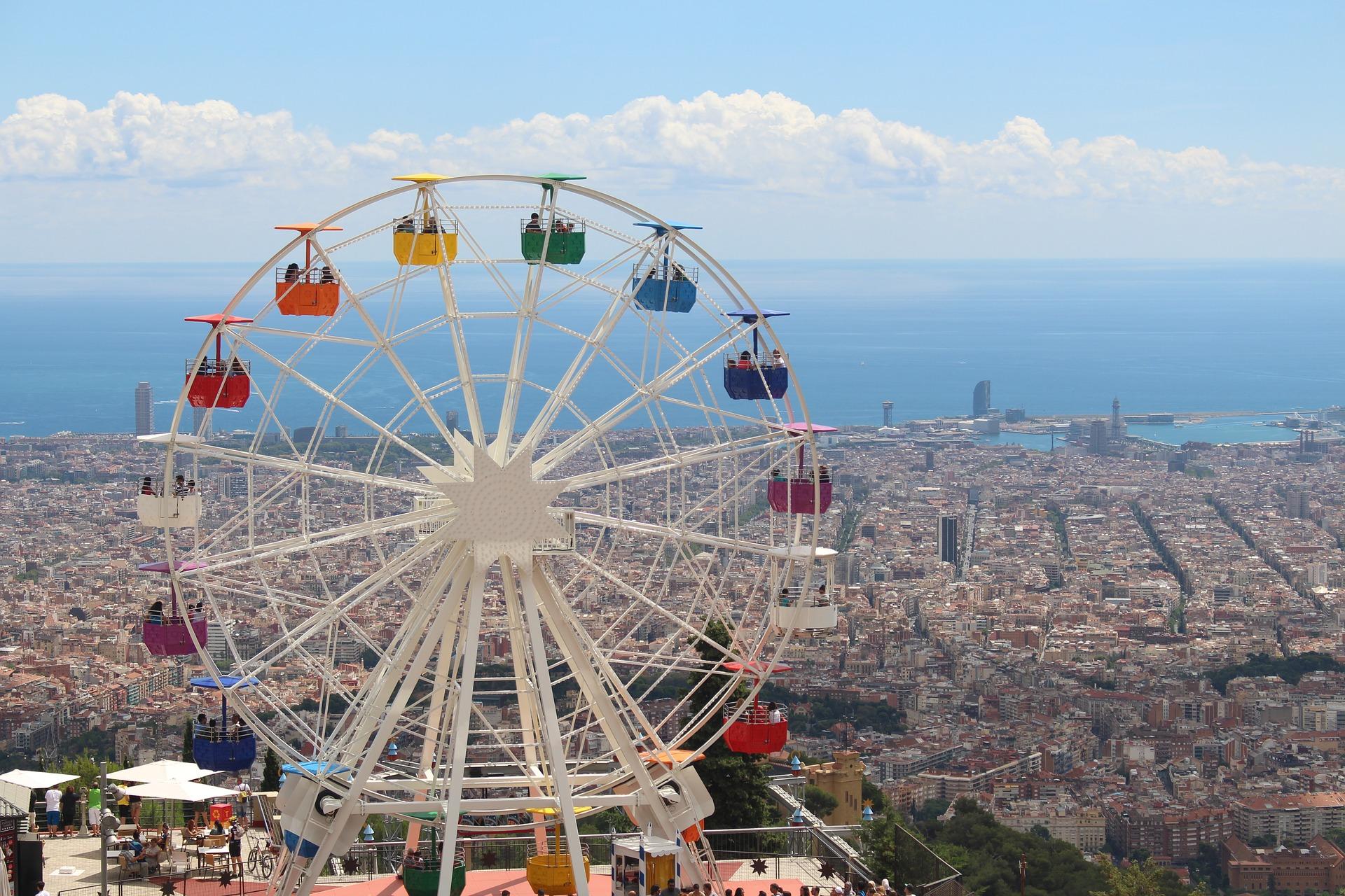 Tibidabo auf diesem Riesenrad haben Sie eine perfekte Aussicht auf - Barcelona Tickets günstig