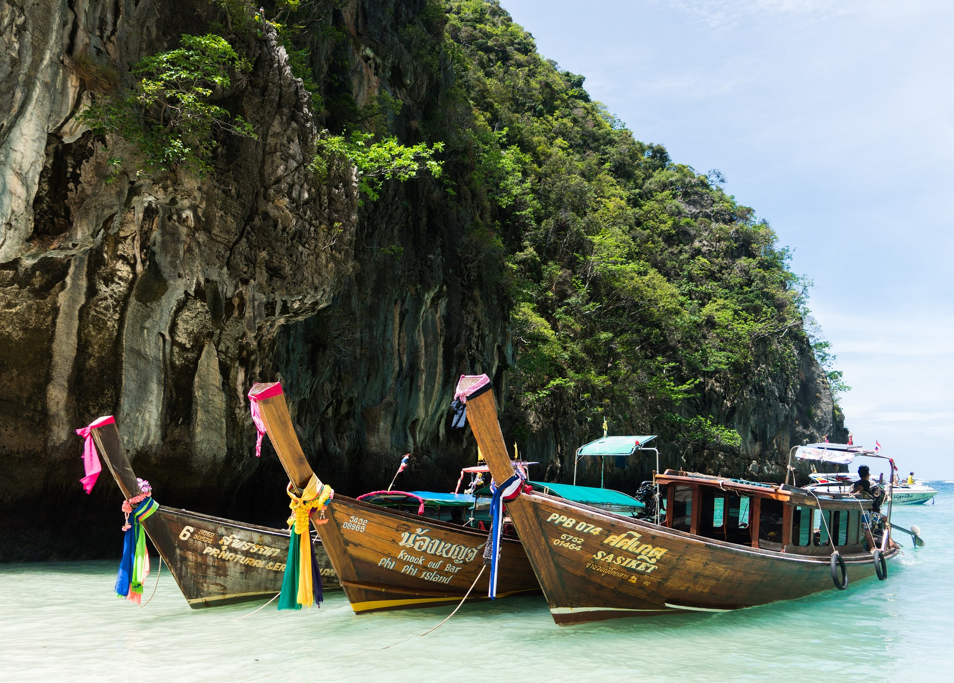 Typisch Phuket mit diesen schönen Booten werdet Ihr von a nach b transportiert