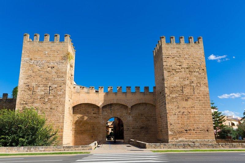 Während der Reise auf Mallorca werden euch zahlreiche histroische Bauten auffallen