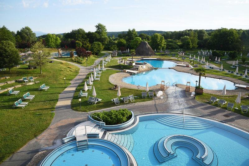 Wellnesurlaub mal anders einige der zahlreichen Pools im Resort, welches aussieht als wären wir bei den Hobbits