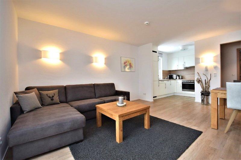 Wohnzimmer der Ferienwohnung mit Küche