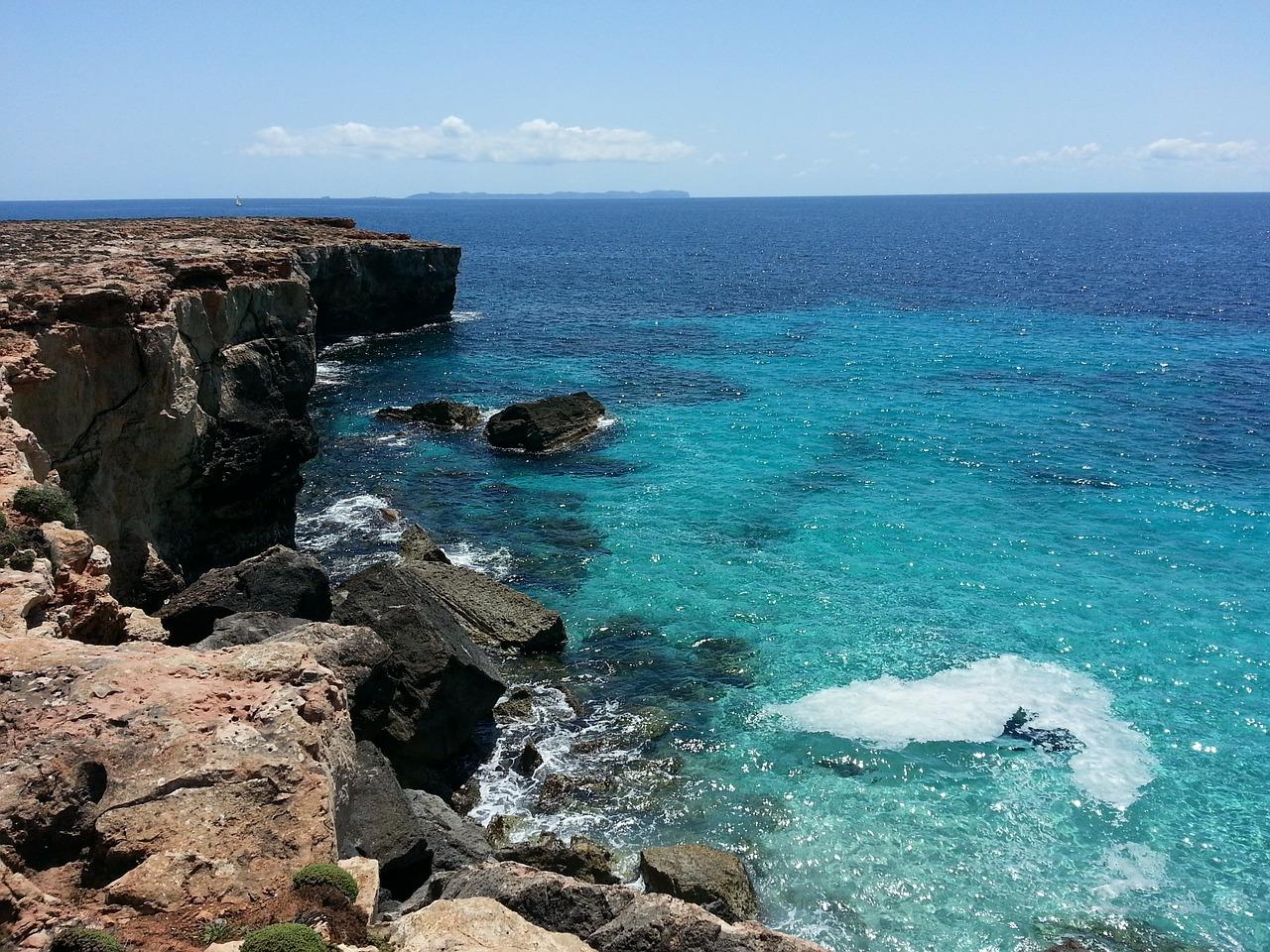 Also direkt an der Hotelanlage könnt Ihr durch die Klippen nicht Baden, nur wenige Meter sind es bis zum Playa de Muro