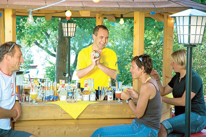 An der Cocktailbar im Resort können es Sich die älteren gut gehen lassen ich empfehle einen Mojito