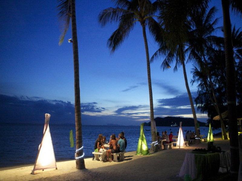 An diesem Strand abschnitt vorallem in diesem Resort ist auch Abends was los-Kozerte und co obwohl es hier eher ruhiger zugeht